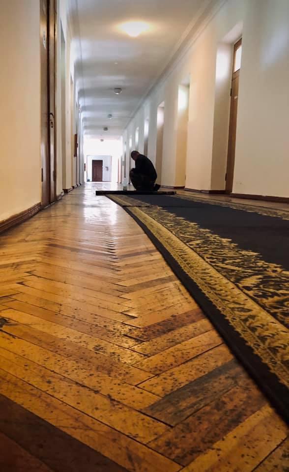 Из помещения Винницкой обладминистрации новый губернатор Борзов убрал все ковры (Фото)