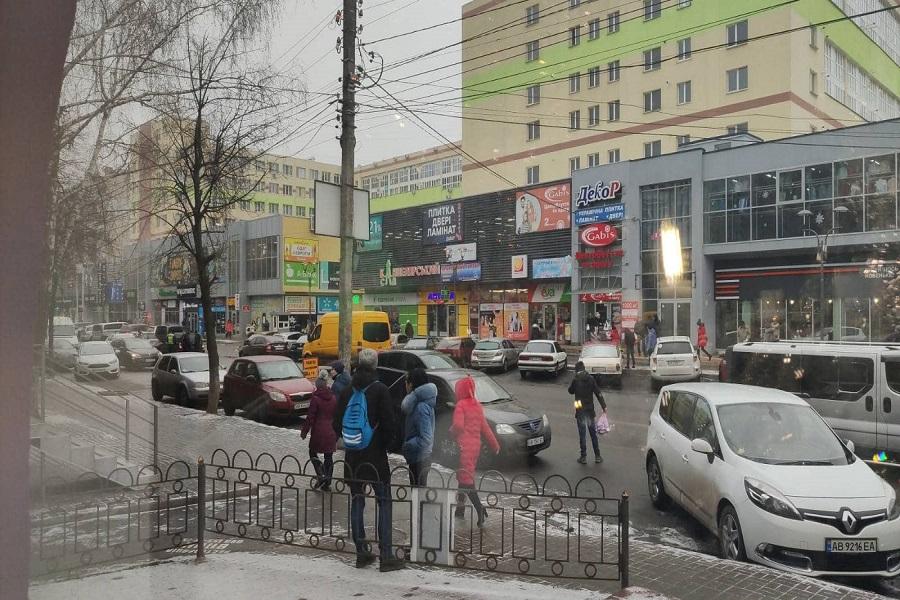 Новини Вінниці / У Вінниці 9-річна дівчинка потрапила під колеса іномарки: дитину госпіталізовано