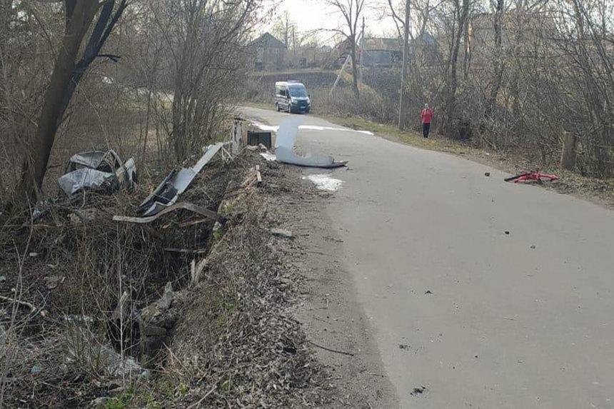 Новини Вінниці / На Вінниччині п'яний водій збив юних велосипедистів: автівка загорілася, а діти загинули